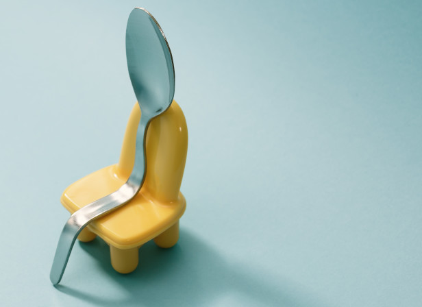 Spoon_on_chair_Domenic_Bahmann.jpg