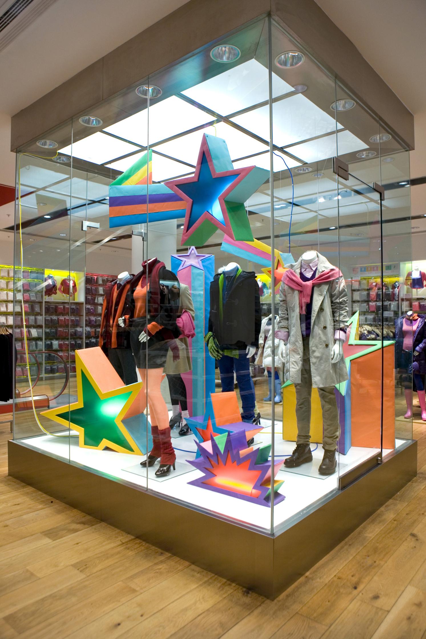 Uniqlo Christmas Store Installation
